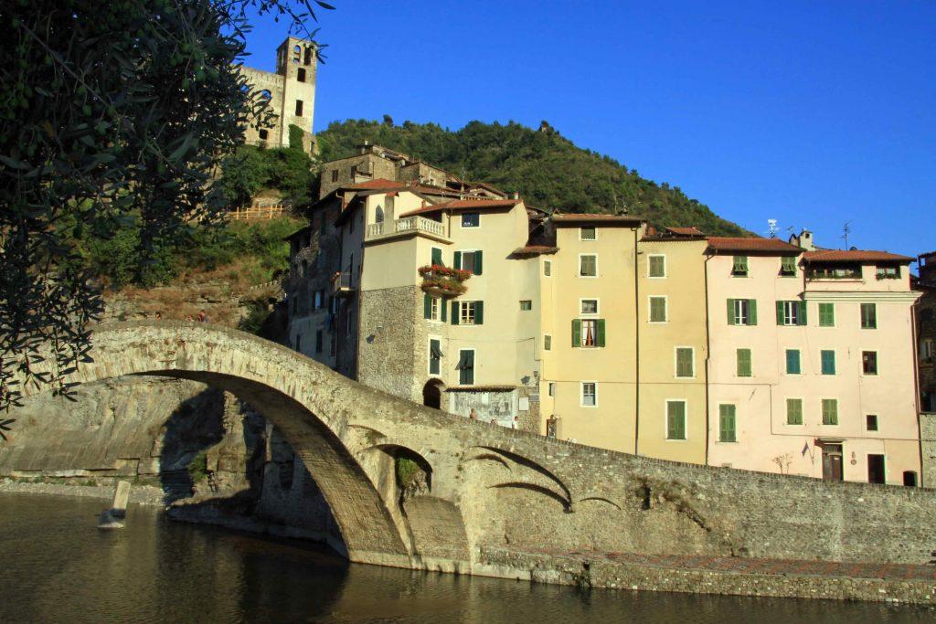 Dolceacqua (foto Agenzia Regionale di Promozione Turistica In Liguria)